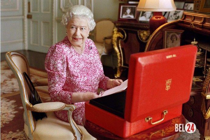 Дочь Пола МакКартни сделала портретный снимок королевы Елизаветы II. Мэри МакКартни запечатлела монаршую особу в одной из комнат Букингемского дворцаНа днях 89-летняя королева Великобритании Елизавета II установила рекорд пребывания на престоле – 63 года и 7 меся
