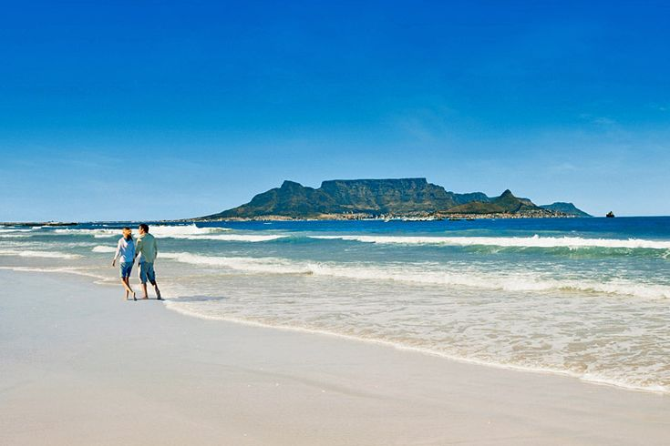 Characteristic blue skies over Table Mountain, #CapeTown, #SouthAfrica | Top short and long haul destinations with BA holiday finder for 2018 | Weather2Travel.com #holiday #travel #ba #britishairways
