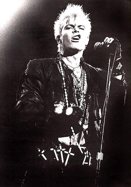 Billy Idol,mais do que um músico, um gênio,um ídolo, e um gajo que mandava e manda qualquer um para a fava,FUCK OFF!!!!!