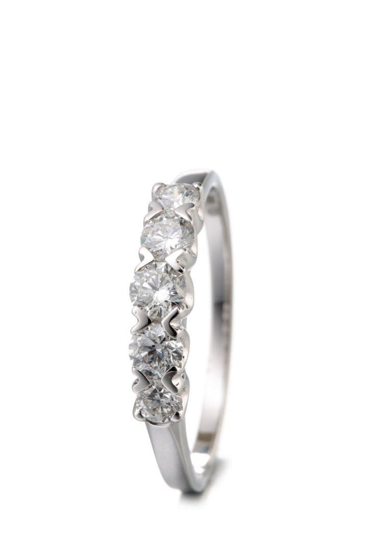 Kanadische Diamanten Ring, 750 Weißgold, Diamant silber Jetzt bestellen unter: https://mode.ladendirekt.de/damen/schmuck/ringe/silberringe/?uid=29c9ae4a-2850-5252-b2e6-d67e49f9ff67&utm_source=pinterest&utm_medium=pin&utm_campaign=boards #schmuck #ringe #bekleidung #silberringe Bild Quelle: brands4friends.de