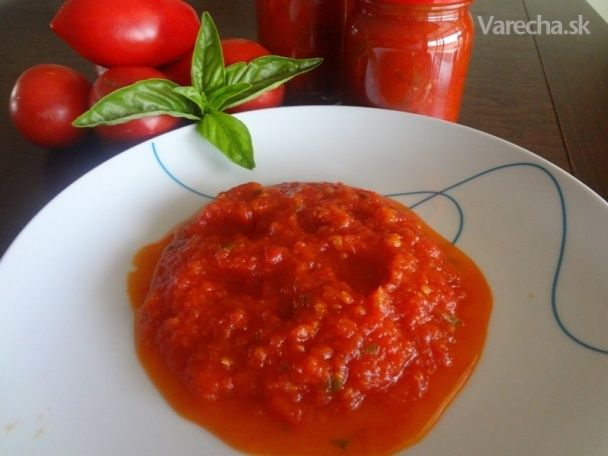 Tento rok sa mi urodilo vela paradajok. Kecupu som uz navarila dost. Hladala som na internete recept na nejaku paradajkovu omacku. Nasla som tento recet na omacku Arrabiata z cerstvych paradajok. Ak to nie je recept na orginalnu Arrabiatu, nazov urcite zmenim. Recept na tuto omacku som nasla tu http://www.youtube.com/watch?v=PAi_4OBAF6k