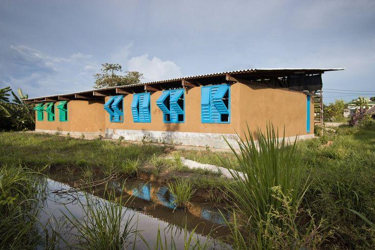 Galería de Centro Médico Mae Tao / a.gor.a Architects - 17