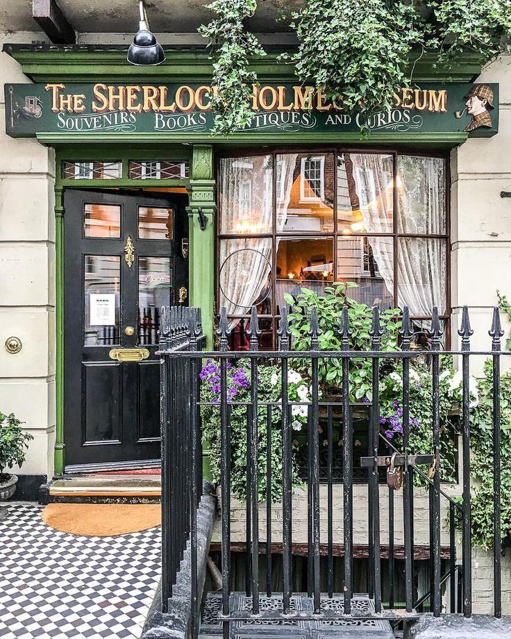 Sherlock Holmes museum shop in London