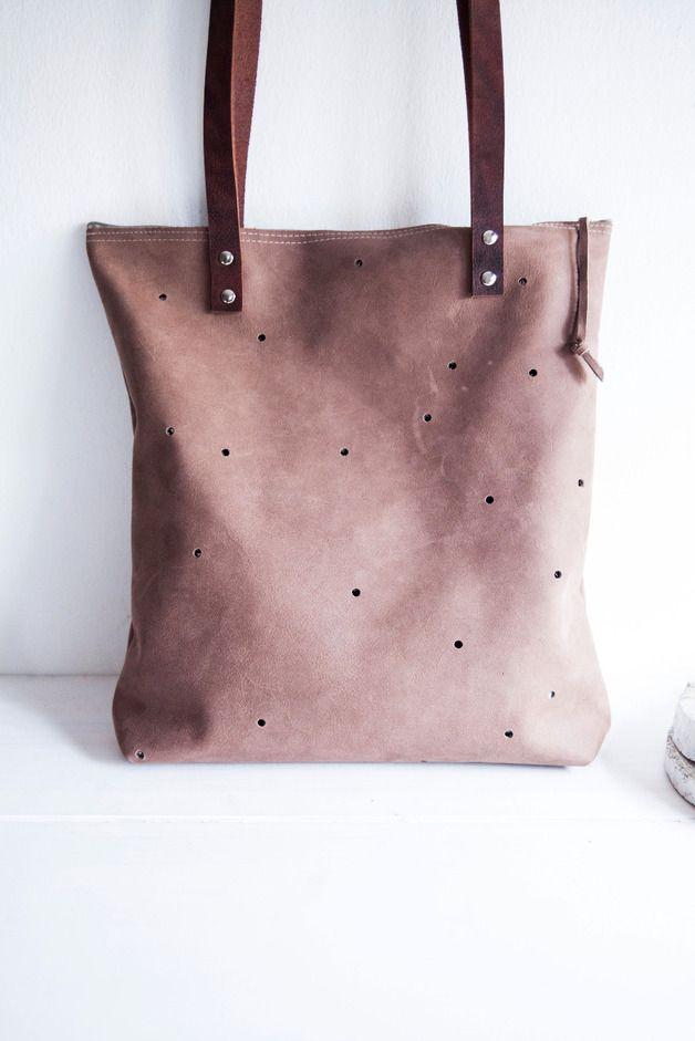 schlichte Leder-Schultertasche mit Punkten // leather bag with dots by miau - design via DaWanda.com