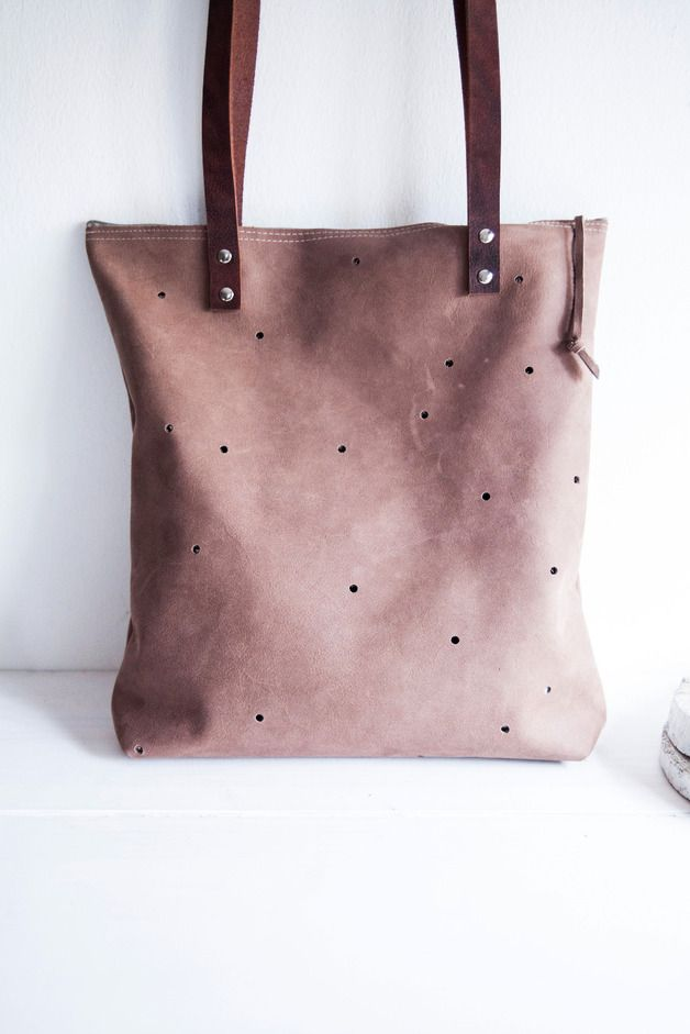 schlichte Leder-Schultertasche mit Punkten // leather bag with dots by miau - design via DaWanda.com