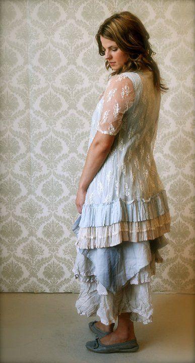 Ukens antrekk er inspirert av mai og festdager :)   Tunika fra Cream 699,- blondekjole fra Cream 799,- skjørt fra Ewa i Walla 1749,-      O...