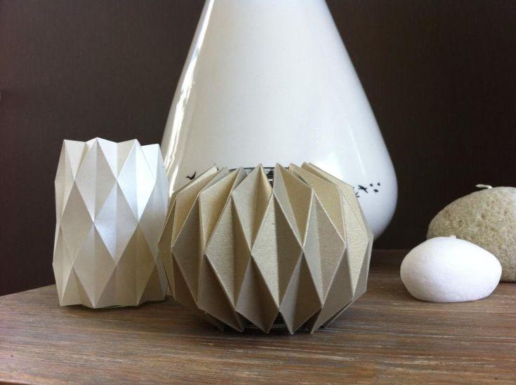 Gemaakt via de website: http://www.minieco.co.uk/accordion-paper-folding-candle-holders/