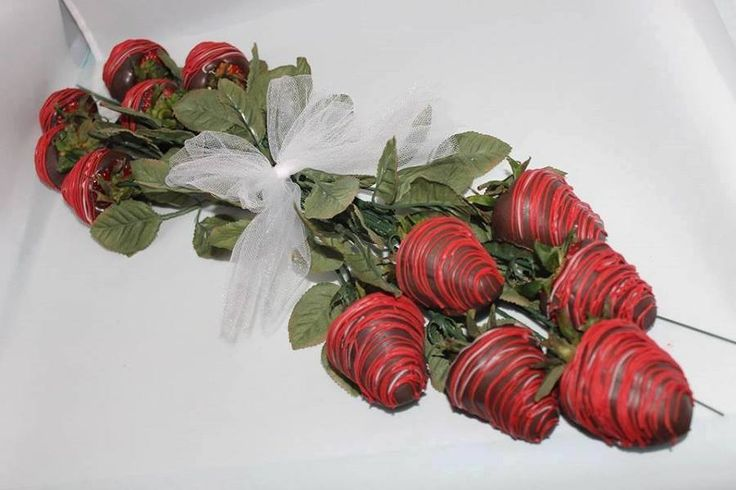 I make chocolate covered strawberries for my wife on Valentine's Day so this is an even better idea for her.