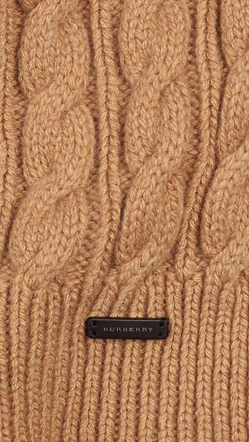 Bufanda en punto trenzado de lana y cachemir, Burberry.