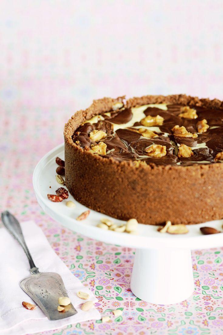 Pähkinä-suklaajuustokakku - Chocolate cheesecake with peanut butter. Food & Style Emilia Kolari Photo Riikka Kantinkoski. Maku 6/2013, www.maku.fi