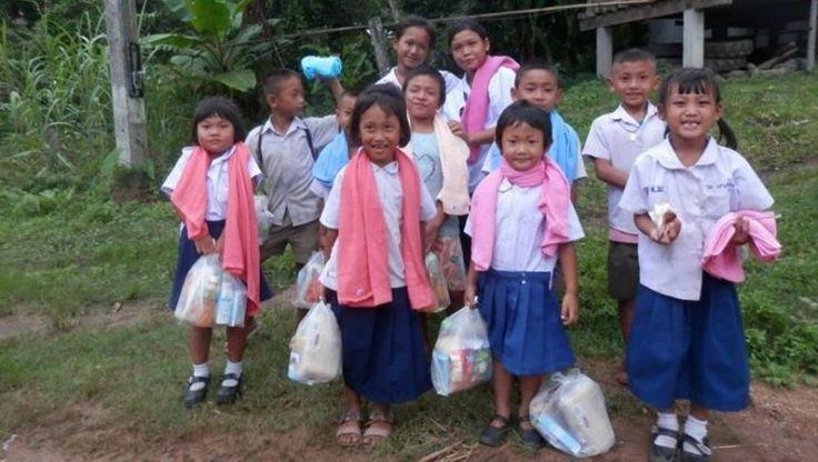 Avez-vous déjà songé à parrainer un enfant au bout du monde pour l'aider à se construire un avenir meilleur ? Si vous hésitez encore, découvrez le témoignage très inspirant de Roxy qui parraine depuis 4 ans une fillette en Thaïlande.   //  http://www.leparisienheureux.fr/le-parrainage-denfants/  // Les Lubies de Roxy #ParrainageDenfants #LeParisienHeureux #LPH