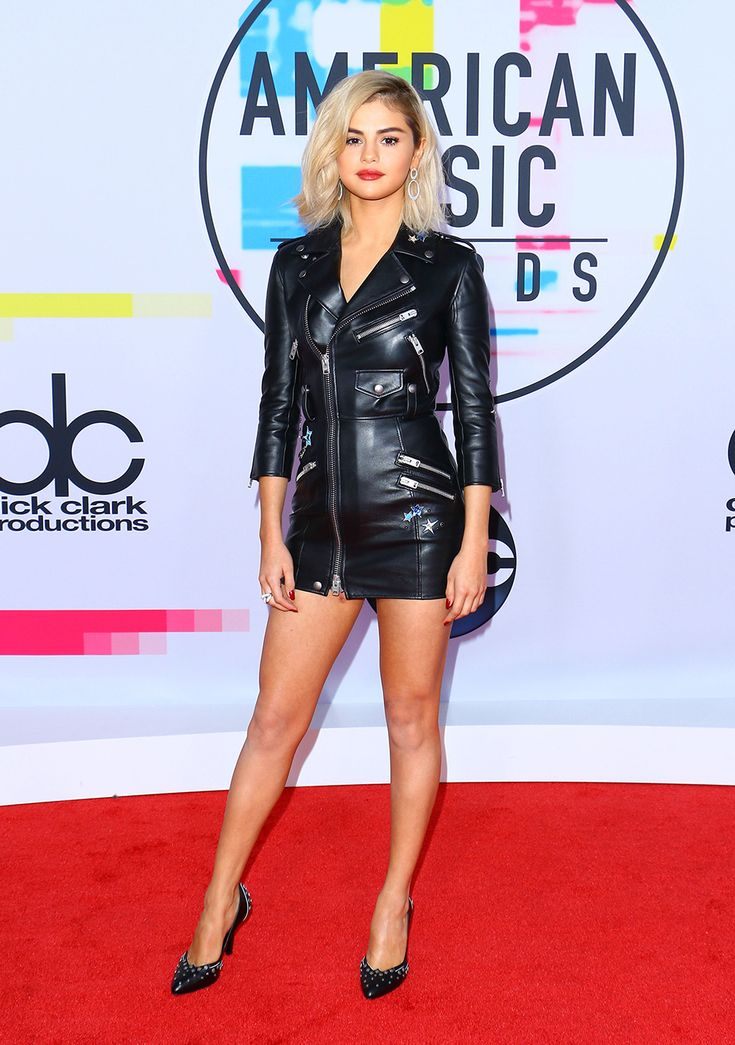 Selena Gomez arrives at the American Music Awards with a short blonde bob and a sexy leather dress.