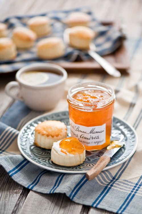 Simply scones and marmelade... English tea time! #CelestialSeasonings #Tea #The
