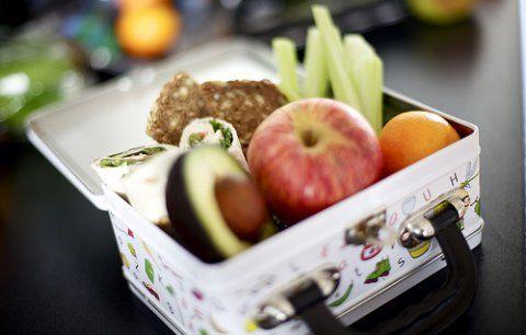Tip! Brug avocado som smør, læg agurkeskiver, rød peber eller tomat under pålægget. Du kan også lave mos af kogt gulerod eller broccoli og bruge det i stedet for smør #madpakke #inspiration #skolestart