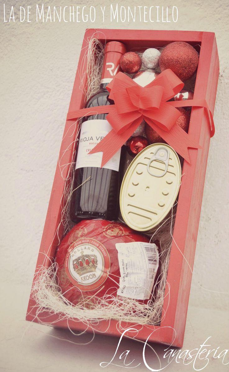 La de Manchego y Montecillo es una delicia de arreglo navideño diseñada especialmente para aquellos amantes de quesos fuertes con un Kg de Queso Edam Holandés, latería fina como Mejillones en escab…