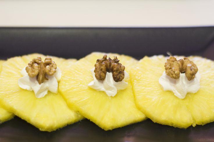 Piña con nueces y nata www.restauranteespadana.es