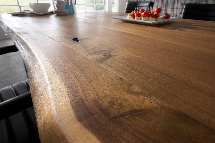 Massiver baumstamm tisch queens 200cm akazie lackiert mit for Esstisch queens akazie