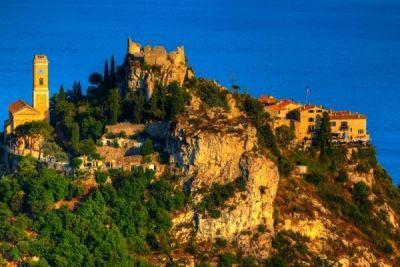 Městečko Èze v Provence má tři poschodí