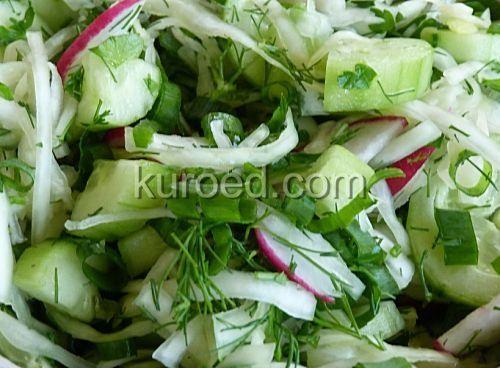Салат из капусты с огурцами, редиской и зеленью
