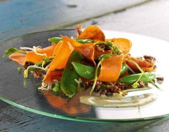 Salade van scheuten en groene bonen