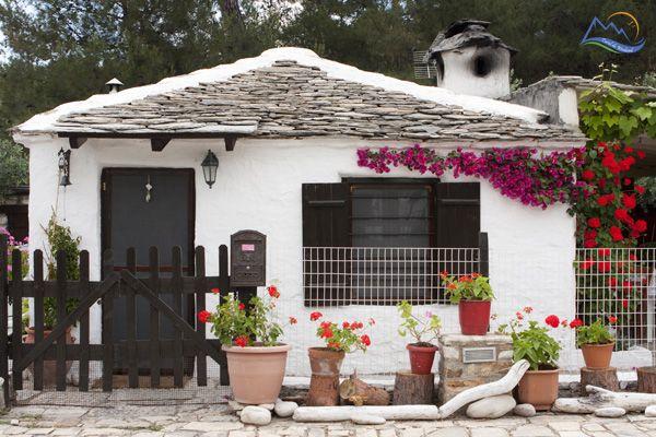 Small traditional greek house, in Thassos Island, Aliki Beach - Grecia de Weekend