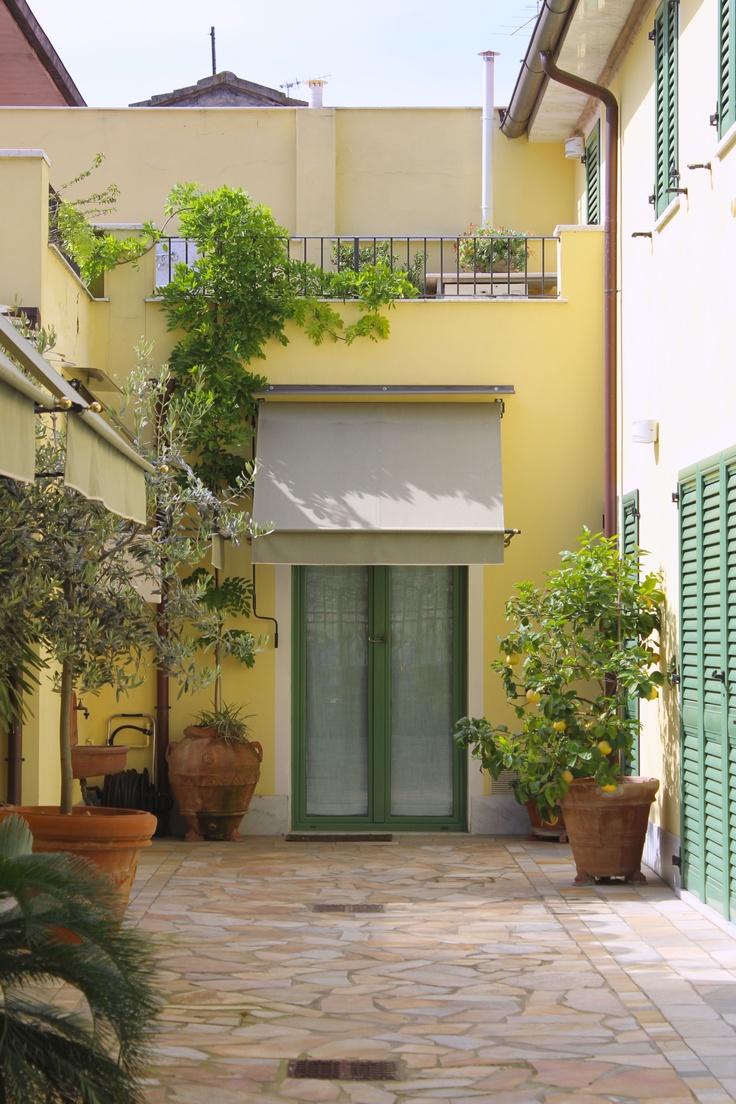Sunny courtyard Pietrasanta
