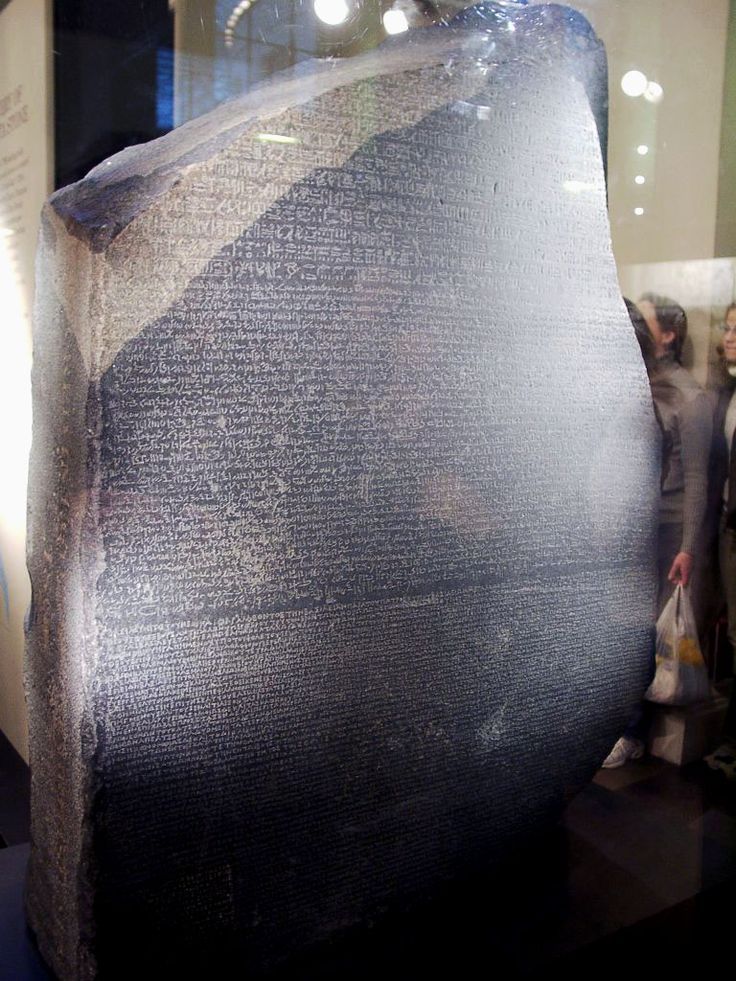 Encontrada a Pedra de Roseta, a chave para o enigma dos hieróglifos...