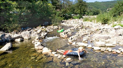camping mas de la cam met zwembad en rivier, naast st jean du gard en anduze in de cevennen : 4 sterren