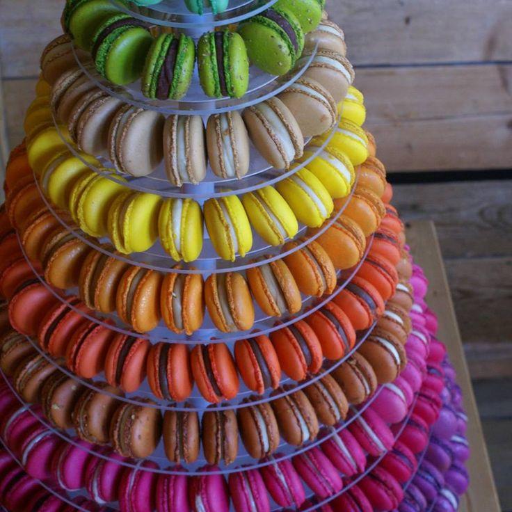 Kleurrijke toren van macarons