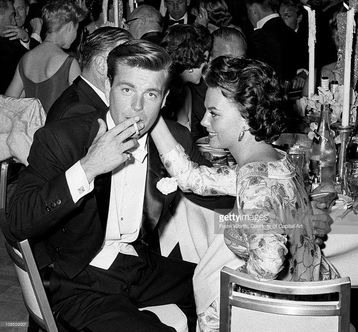 Husband and wife actors Robert Wagner and Natalie Wood attend an Oscar dinner in 1959 in Los Angeles, California.