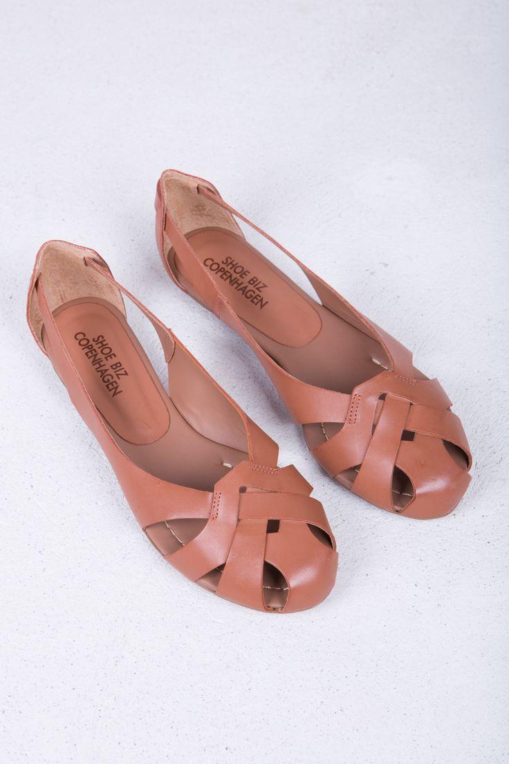 Ballerina Cognac by Danish shoe brand Shoe Biz︱ www.grandpa.se︱ Scandinavian fashion and home decor︱ Shipping to Europe and the US