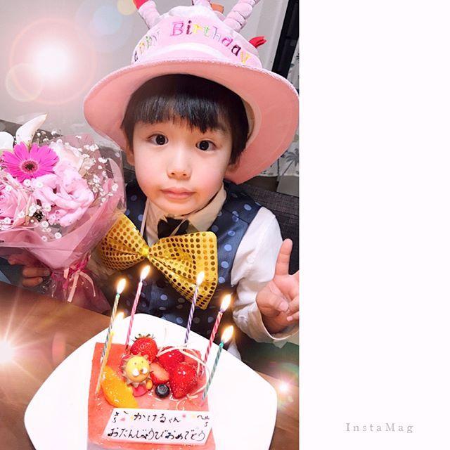 ケーキにプレゼント、夜はステーキ🍗✨ 至れり尽くせり…  の、お誕生日の思い出写真重ねました🌙✨ 過去の思い出いろいろ🌸  調子乗ってフザケすぎて怒られまくったけどね😑やれやれ  #happybirthday #birthday #happy #love #family #kidscode #cute #ootd #cake #mamacode #steak #誕生日 #お誕生日おめでとう #ハッピーバースデー #駆 #宇宙を駆ける #Zガンダム #パパとママ #ガンダム #マニア #弟は昴キャスバル #キッズコーデ #6歳 #ママ #男の子ママ #バースデーケーキ  #ステーキ #肉 #プレゼント