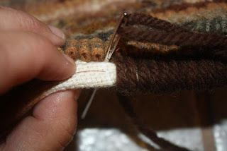 Primitives by the light of the moon: A Quick Way to Bind A Hooked Rug