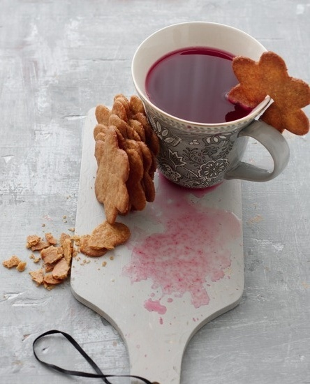 "mulled non-alcoholic ""wine"" based on black-currant juice with orange, lemon, lime, fresh ginger and spices. and ginger thins! by lakshmi"