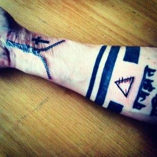 Daniel Schuhmacher zeigt sein heftiges Reißverschluss-Tattoo - daniel-schuhmacher-q