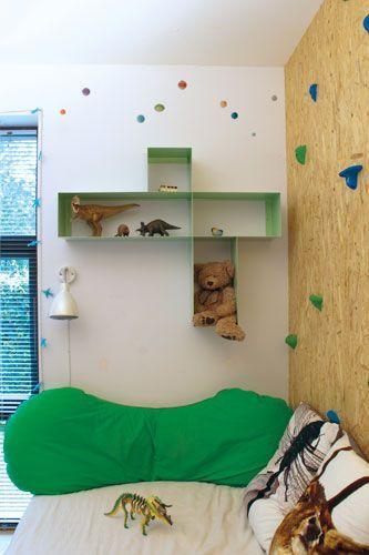 Morfo :: HAKO showcase MINT. Skøn asymmetrisk reol, der sætter krudt i opfattelsen af den traditionelle bogreol. Fin i stuen, køkkenet eller på børneværelset.