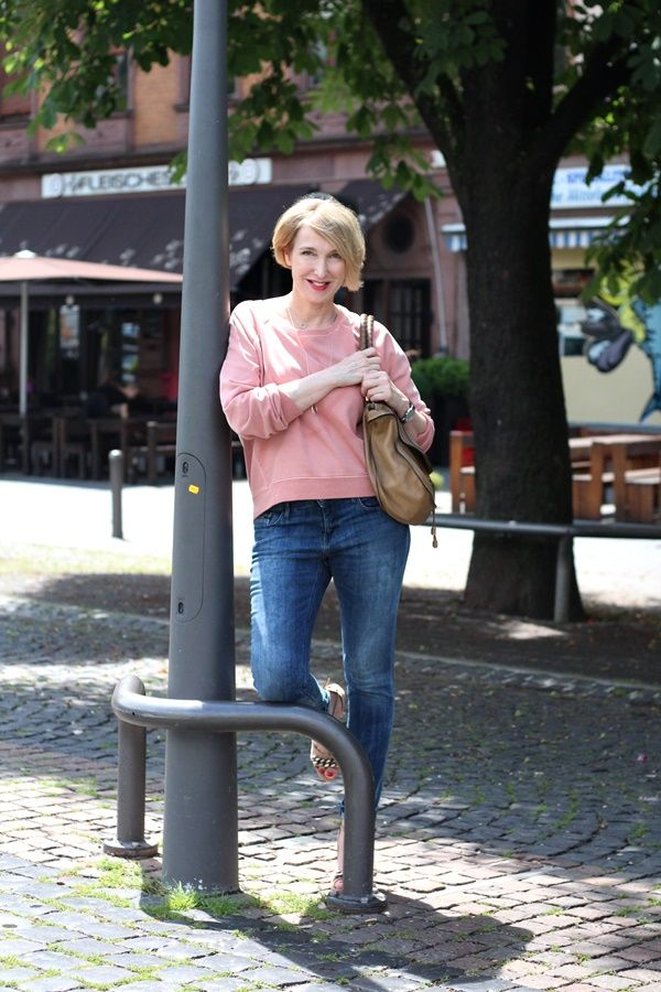 A fashion blog for women over 40 and mature women Sweater+Denim: CK Calvin Klein Sandals: Dorothee Schumacher Bag: Chloe Marcie