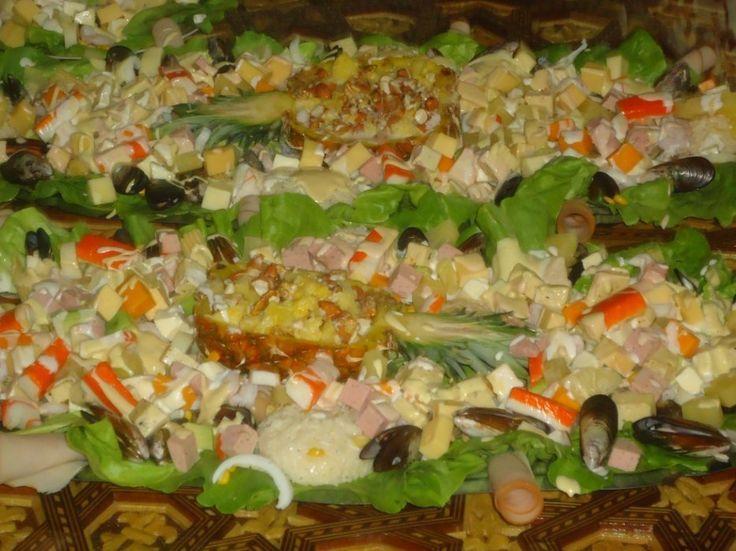 salades riches (fruits de mer + fruit sec +fromages ) avec petites pastillas fruits de mer royal