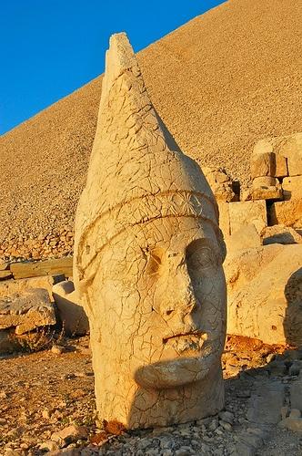 Nemrut-Dag (vulkan) Turkey.  Large stone head with pointed hat.