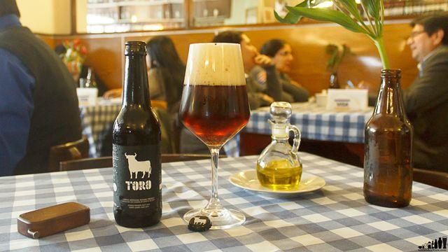 Si ya has disfrutado La Socarrada y Er Boquerón, no pierdas la oportunidad de probar la cerveza Toro, una sutil cerveza madurada en duelas de jerez.