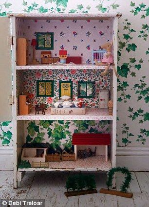 Make a dolls house from a #crate and #vintage wallpaper by Sarah Moore Vintage