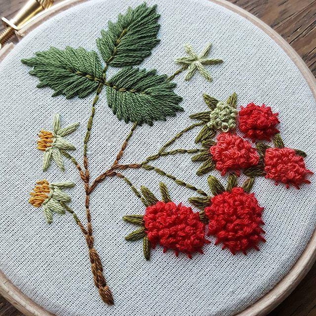 Textured berries #embroideryart #embroideryhoop #botanical #crafts #embroidery #handembroidery #handstitched #handmade #em_hm #raspberries #wildflowers #wildlife #nature