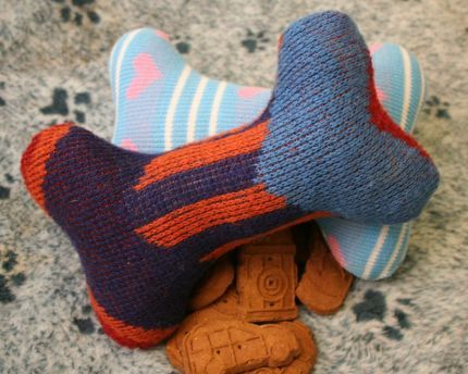 How to Make Sweater Dog Toys. Here's what you'll need: Old sweater (consider acrylic sweaters so you can wash the toy when it gets dirty), Pack of squeaks (Petsmart sells in 4 pack)  Sewing machine, Thread, Stuffing, Hand needle.  Magic & Voila: doggie toy!