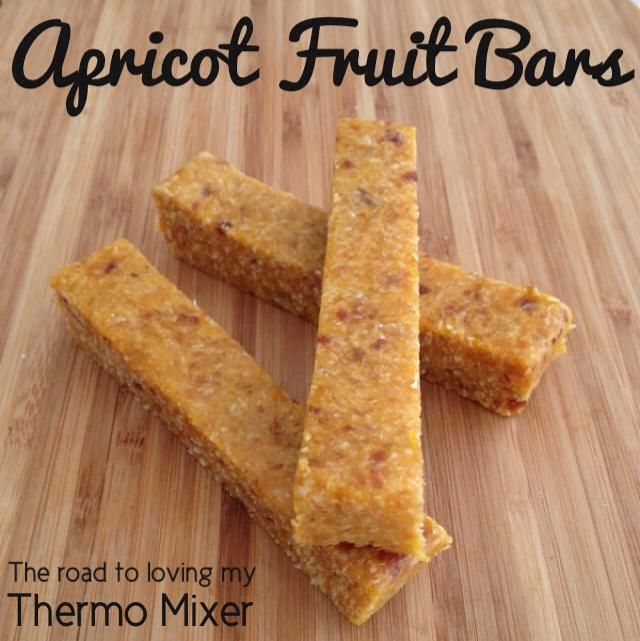 Yesterday I posted my Apricot Bites which were very popular. Why not make a bar form? Simply