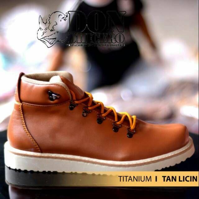 Pin Di Sepatu Boot Pria