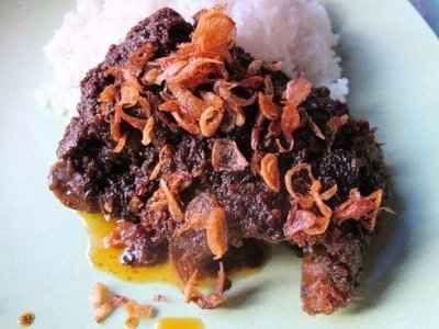 Nasi Bebek Madura - Berikut ini ada aneka cara membuat video resep nasi bebek madura bumbu hitam pedas kretek asli serundeng sinjay ncc khas mak isa atau isah yang paling enak.