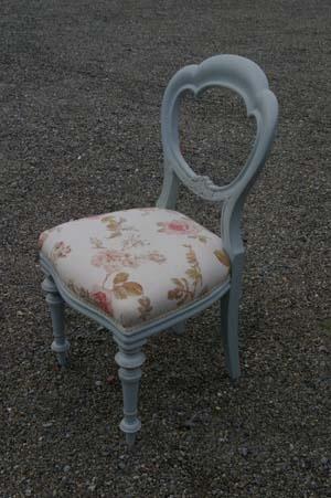Pretty Balloon Back Chair