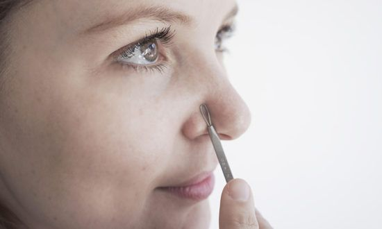 How to (properly) use a blackhead extraction tool. THEKLOG.CO