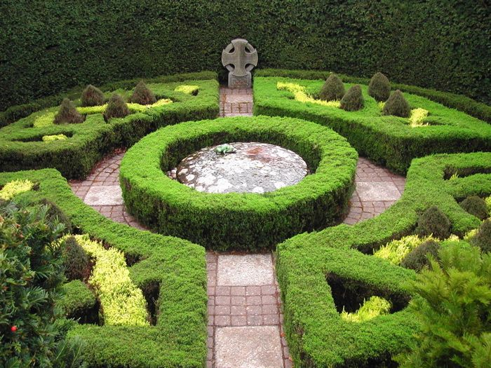 Cheap formal garden design how to make formal garden for Formal landscape design