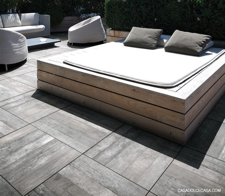 outdoor platform bed...perfect for stargazing <3